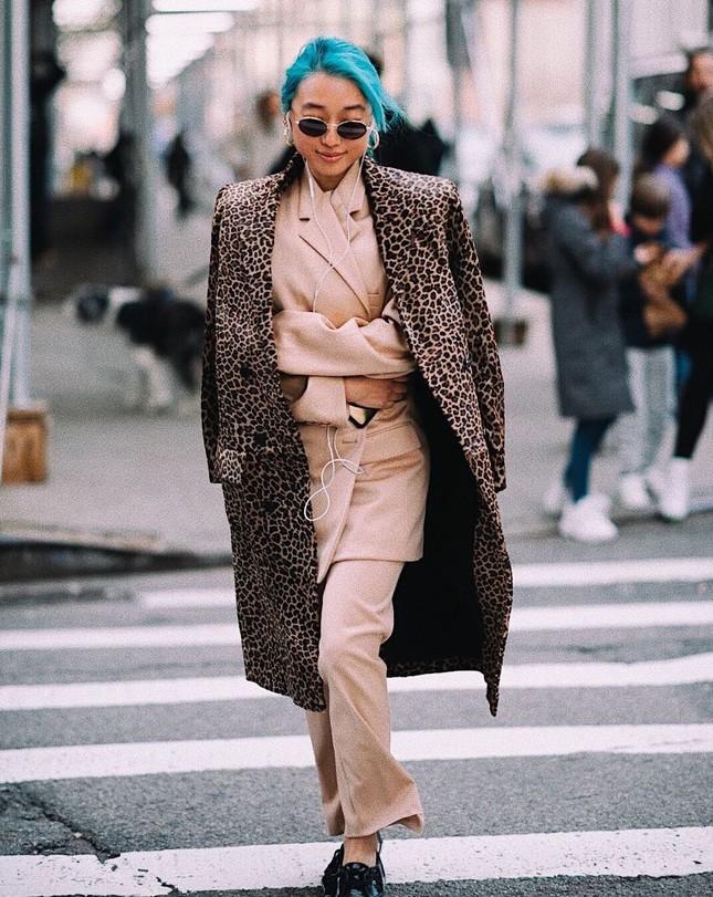 Sắc vóc của người mẫu 27 tuổi vừa trở thành tổng biên tập Vogue trẻ nhất ảnh 11