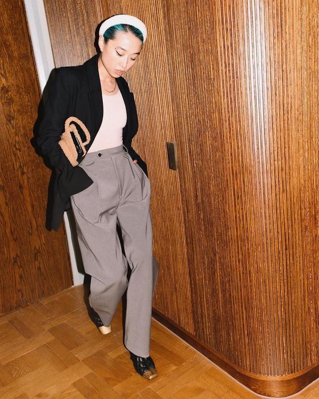 Sắc vóc của người mẫu 27 tuổi vừa trở thành tổng biên tập Vogue trẻ nhất ảnh 12