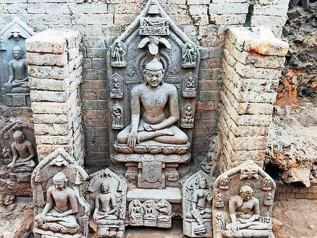 Phát hiện hàng loạt tượng Phật nghìn năm tuổi ảnh 1