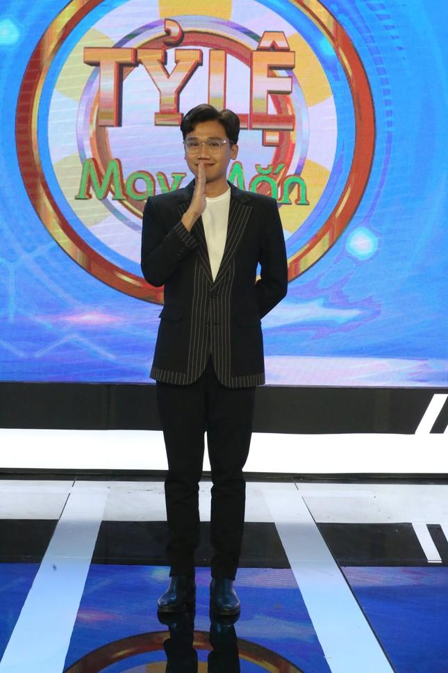 Xuân Nghị 'cà khịa' MC Võ Tấn Phát trên gameshow ảnh 1