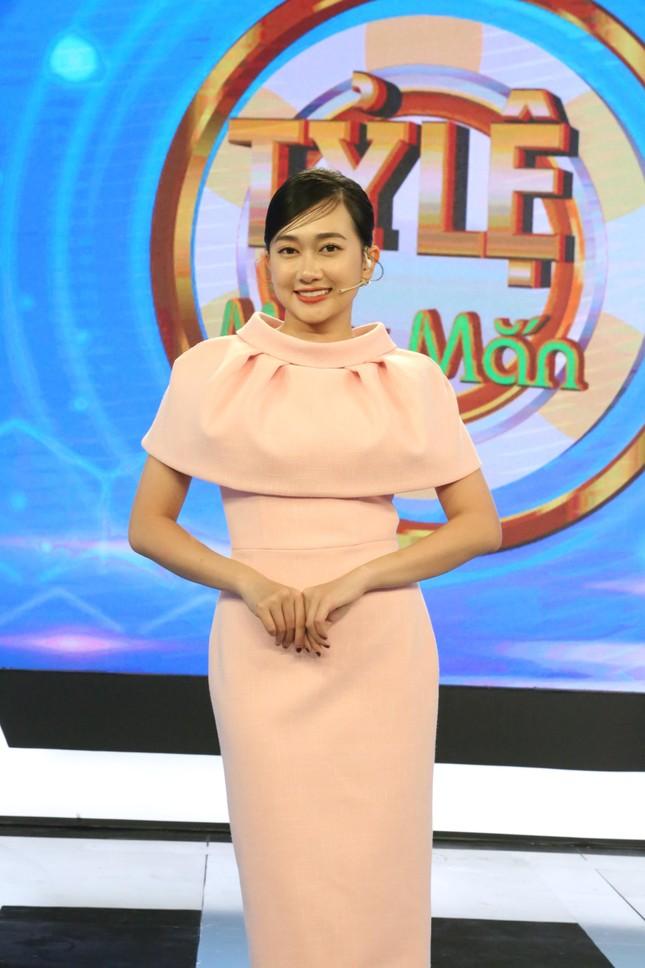 Xuân Nghị 'cà khịa' MC Võ Tấn Phát trên gameshow ảnh 2