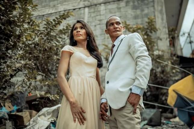 Bộ ảnh cưới của cặp đôi vô gia cư sống chung 24 năm chưa từng vào lễ đường ảnh 11
