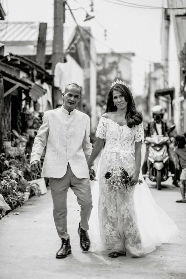 Bộ ảnh cưới của cặp đôi vô gia cư sống chung 24 năm chưa từng vào lễ đường ảnh 17