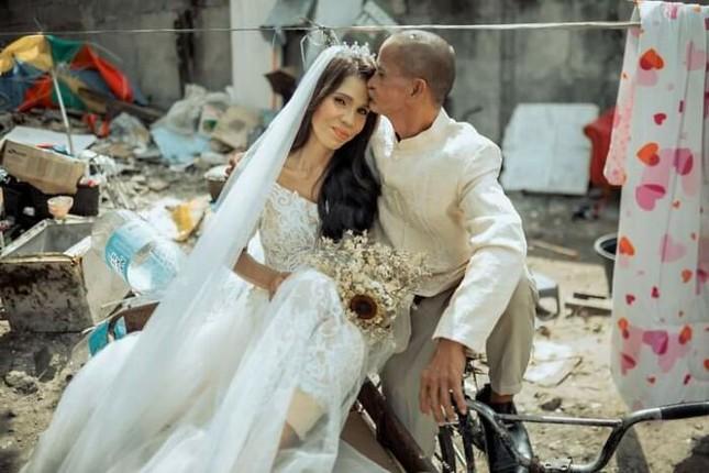 Bộ ảnh cưới của cặp đôi vô gia cư sống chung 24 năm chưa từng vào lễ đường ảnh 18