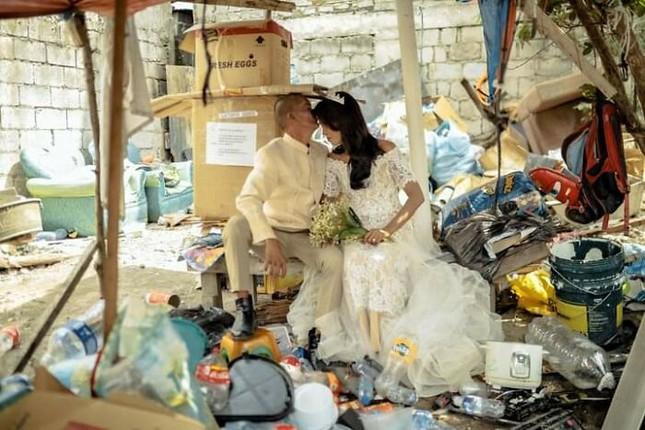 Bộ ảnh cưới của cặp đôi vô gia cư sống chung 24 năm chưa từng vào lễ đường ảnh 21