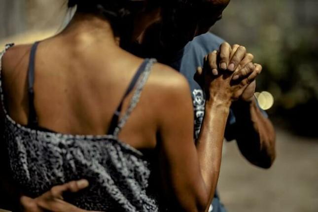 Bộ ảnh cưới của cặp đôi vô gia cư sống chung 24 năm chưa từng vào lễ đường ảnh 6