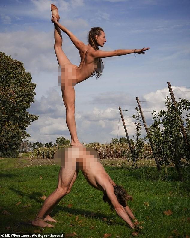 Cặp đôi vũ công đi khắp nơi chụp ảnh khỏa thân ảnh 3