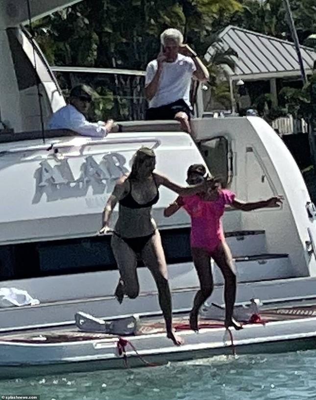Ivanka Trump hiếm hoi lộ ảnh bikini, hình thể mẹ ba con đáng ngưỡng mộ ảnh 3