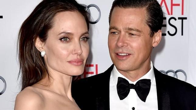 Angelina Jolie bán tranh hiếm Brad Pitt tặng, do cựu Thủ tướng Anh vẽ được 11,5 triệu USD ảnh 2