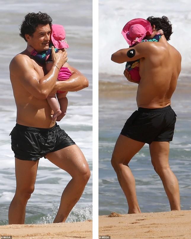 Lộ hình thể đẫy đà khi mặc đồ bơi, mẹ bỉm sữa Katy Perry ghi điểm với mặt mộc xuất sắc ảnh 2