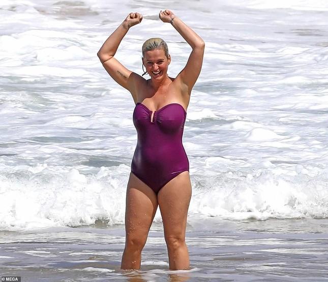 Lộ hình thể đẫy đà khi mặc đồ bơi, mẹ bỉm sữa Katy Perry ghi điểm với mặt mộc xuất sắc ảnh 5