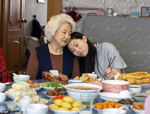 Sao gốc Á làm nên lịch sử tại Quả cầu vàng nhận giải thưởng 'Phụ nữ của năm' ảnh 3