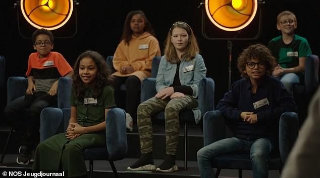 Người lớn khỏa thân trong chương trình TV dành cho trẻ em gây phẫn nộ ảnh 2