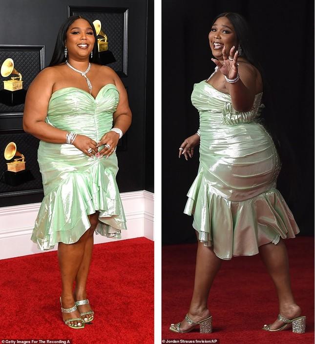 Thảm đỏ Grammy 2021: Người không nội y táo bạo, kẻ mặc váy xương người ảnh 4