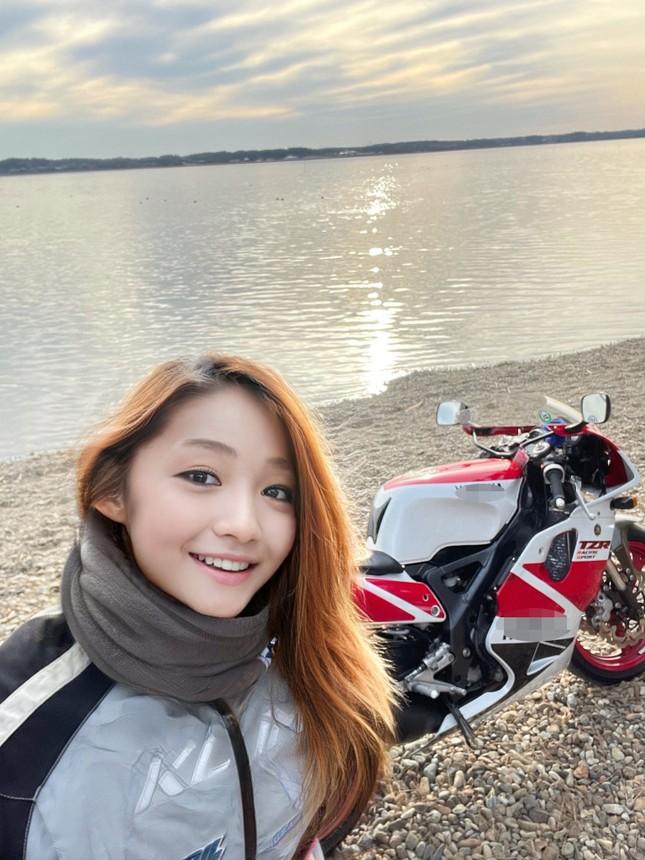 Sốc khi 'nữ thần motor' Nhật Bản lại là người đàn ông trung niên ảnh 4
