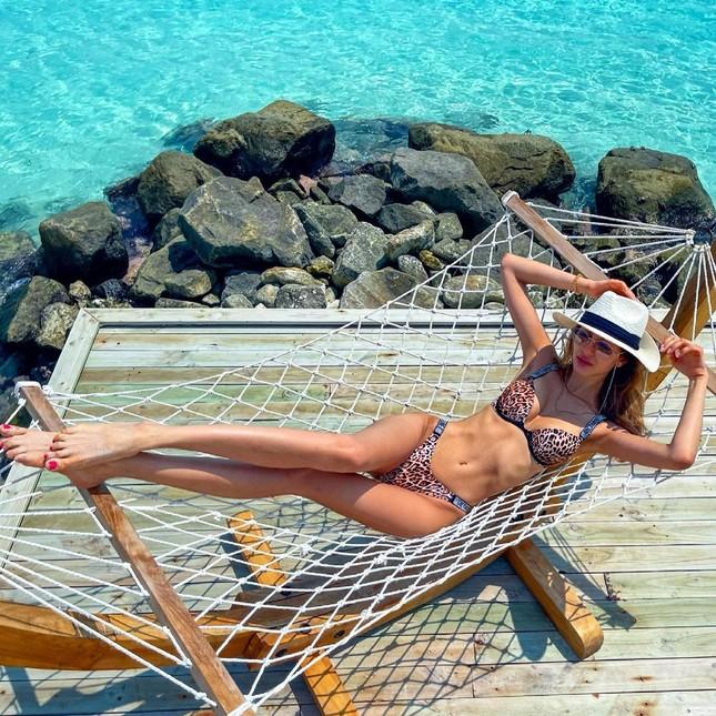 Vợ cũ hoa hậu của cựu vương Malaysia khoe hình thể nóng bỏng với bikini ảnh 5