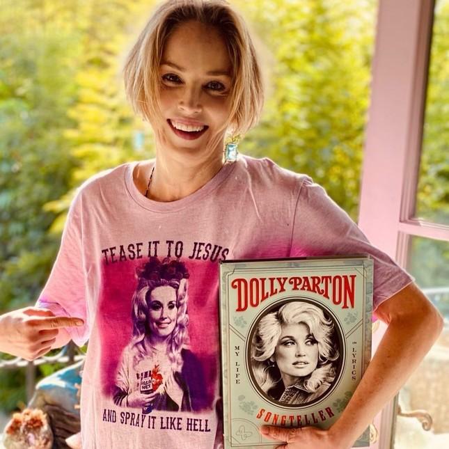Sharon Stone tiết lộ sự thật đằng sau cảnh 'lộ hàng' trong phim Bản năng gốc ảnh 3