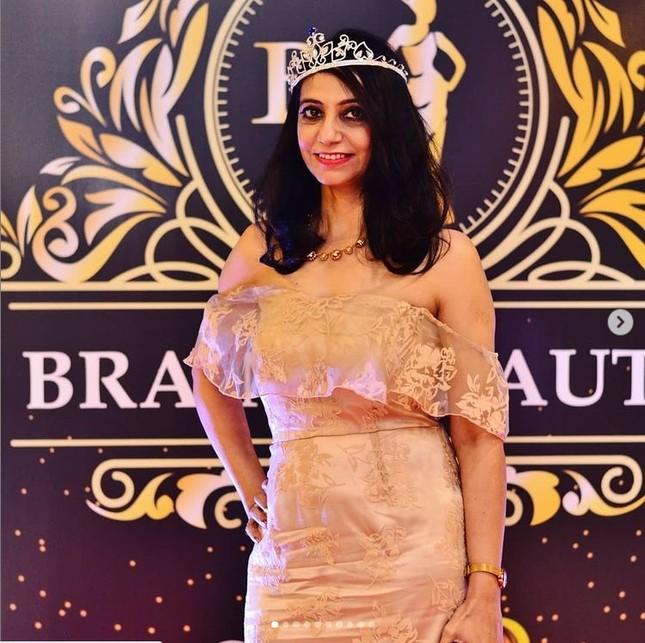 Cựu giáo viên Ấn Độ bắt đầu sự nghiệp người mẫu nội y ở tuổi 50 ảnh 1