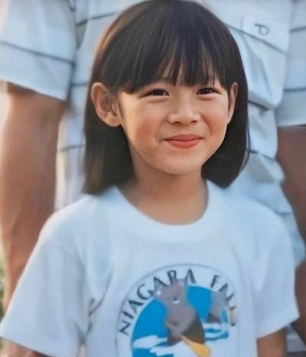 Dân mạng phát sốt với loạt ảnh lúc còn bé của 'chị đẹp' Son Ye Jin ảnh 1