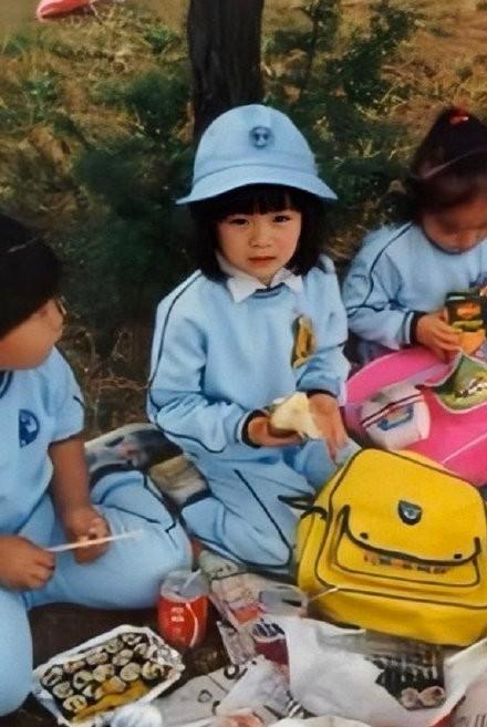Dân mạng phát sốt với loạt ảnh lúc còn bé của 'chị đẹp' Son Ye Jin ảnh 6