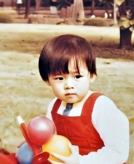 Dân mạng phát sốt với loạt ảnh lúc còn bé của 'chị đẹp' Son Ye Jin ảnh 4