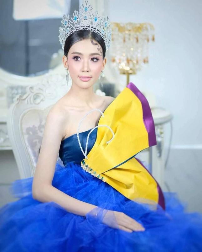 Hoa hậu Thế giới Lào 2021 trả vương miện giữa lùm xùm khai man tuổi ảnh 1