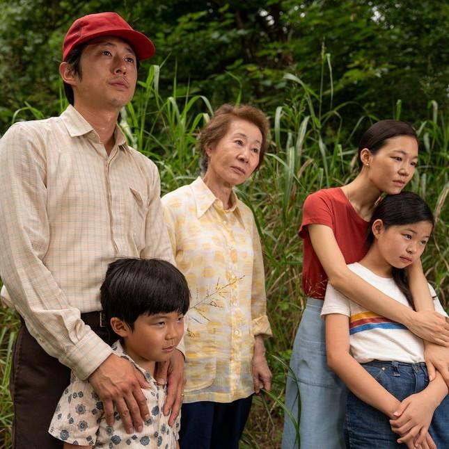 Nữ diễn viên Hàn Quốc 74 tuổi đi vào lịch sử châu Á nhờ thắng tại giải 'tiền Oscar' ảnh 3
