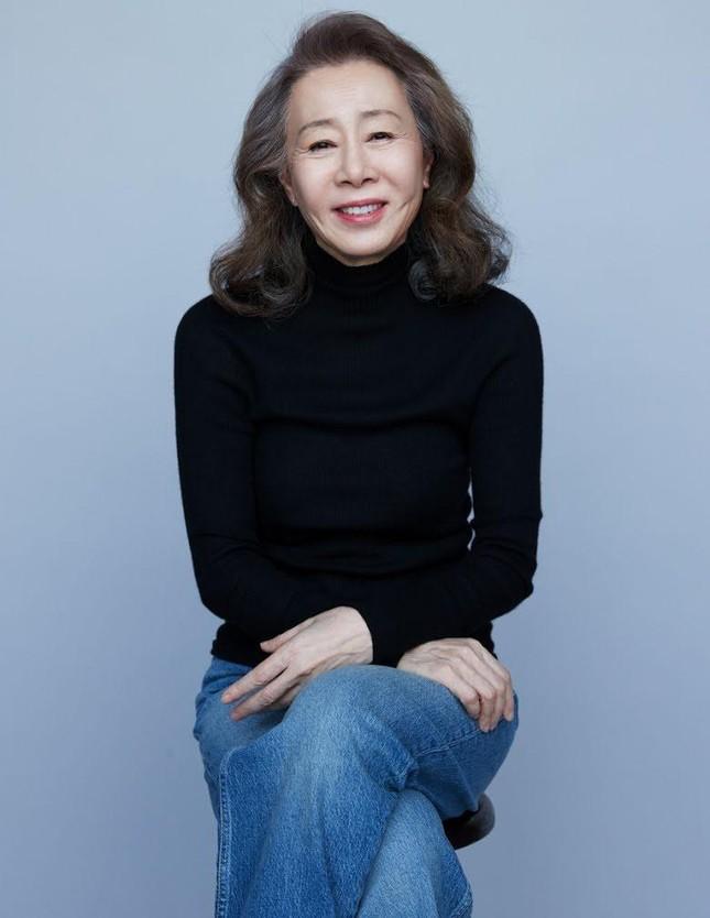 Nữ diễn viên Hàn Quốc 74 tuổi đi vào lịch sử châu Á nhờ thắng tại giải 'tiền Oscar' ảnh 1