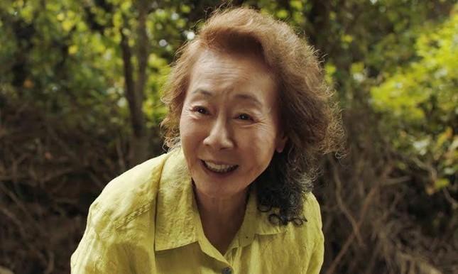 Nữ diễn viên Hàn Quốc 74 tuổi đi vào lịch sử châu Á nhờ thắng tại giải 'tiền Oscar' ảnh 2