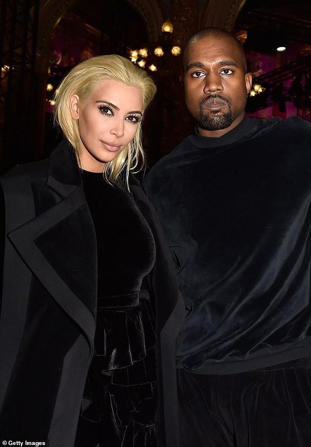 Kim Kardashian tung ảnh bikini 'bốc lửa' ăn mừng thành tỷ phú USD ảnh 3