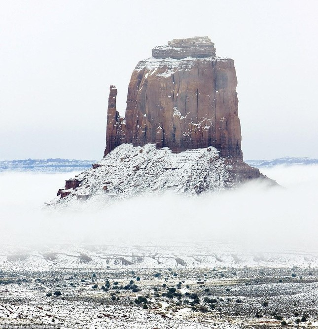 Tia sét trên biển Hạ Long lọt top ảnh thời tiết ấn tượng nhất thế giới, được đưa vào sách ảnh 16