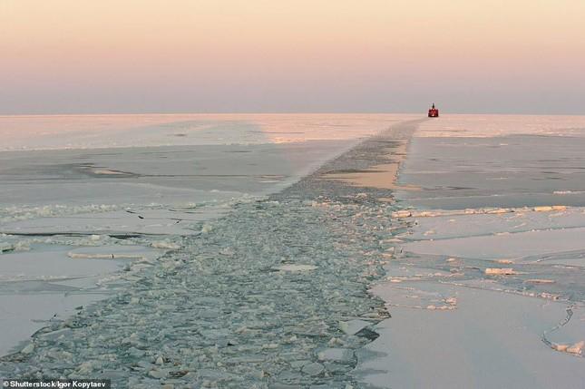 Tia sét trên biển Hạ Long lọt top ảnh thời tiết ấn tượng nhất thế giới, được đưa vào sách ảnh 17