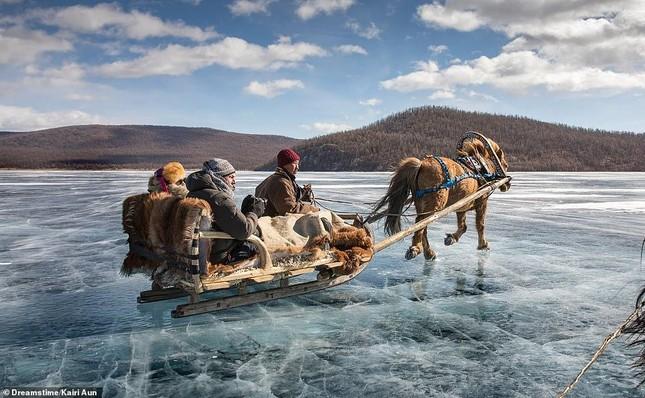 Tia sét trên biển Hạ Long lọt top ảnh thời tiết ấn tượng nhất thế giới, được đưa vào sách ảnh 18