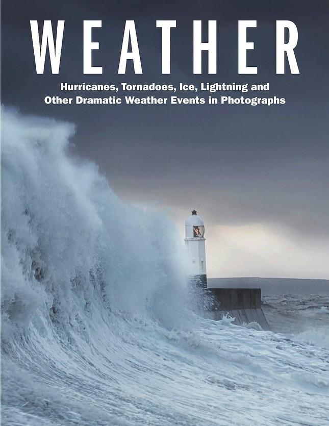 Tia sét trên biển Hạ Long lọt top ảnh thời tiết ấn tượng nhất thế giới, được đưa vào sách ảnh 1
