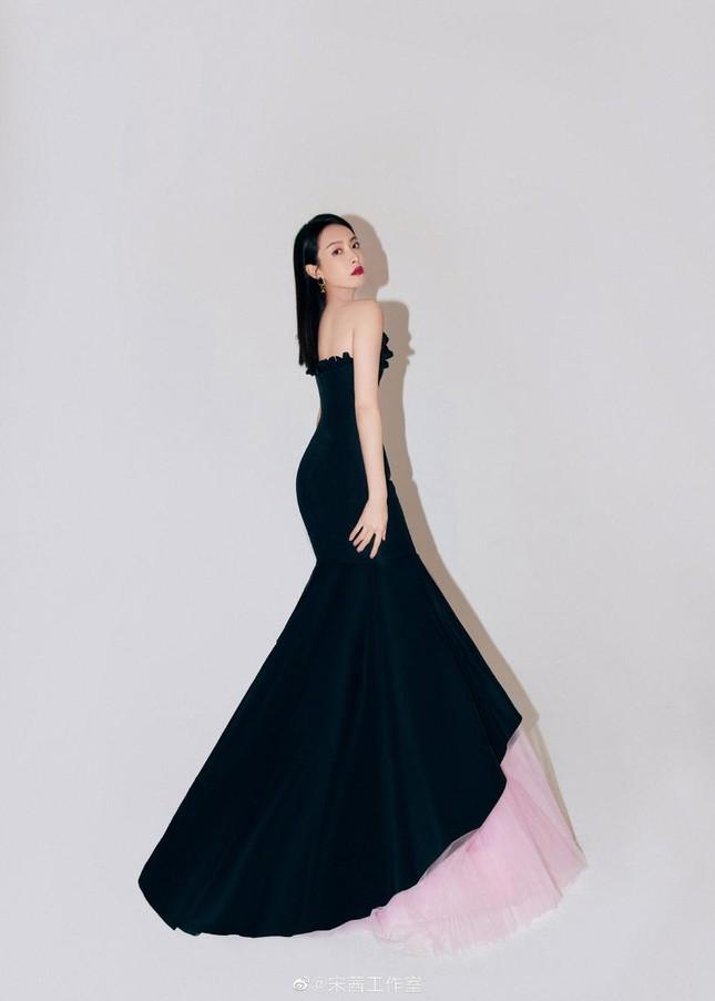 Angelababy đọ sắc Tống Thiến với đầm đen: Người lưng trần nuột nà, kẻ e ấp vòng 1 ảnh 7