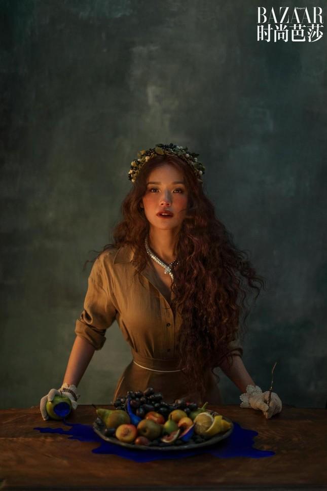 Thư Kỳ 45 tuổi vẫn xinh đẹp như công chúa bước ra từ truyện cổ tích ảnh 3