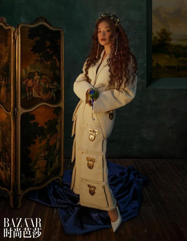 Thư Kỳ 45 tuổi vẫn xinh đẹp như công chúa bước ra từ truyện cổ tích ảnh 8