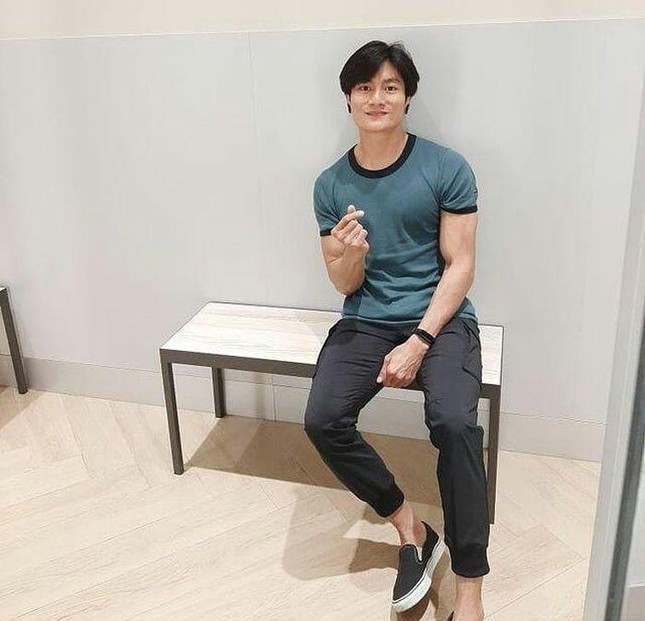 Chàng trai bán cơm bất ngờ nổi tiếng vì giống Lee Min Ho ảnh 3