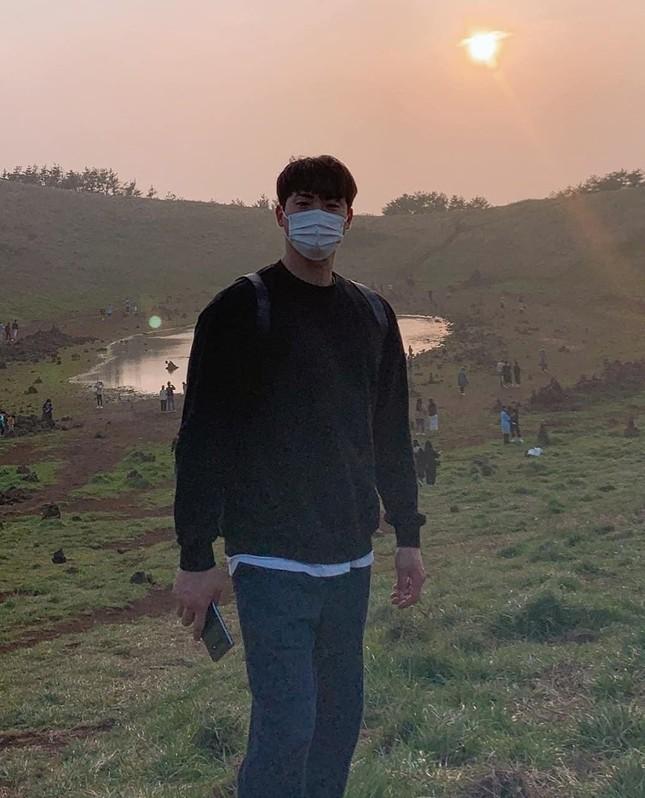 Dàn vệ sĩ của sao K-pop gây 'bão' mạng vì sở hữu ngoại hình xuất sắc ảnh 15