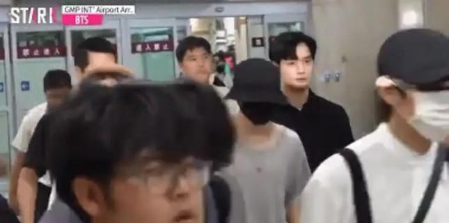 Dàn vệ sĩ của sao K-pop gây 'bão' mạng vì sở hữu ngoại hình xuất sắc ảnh 7