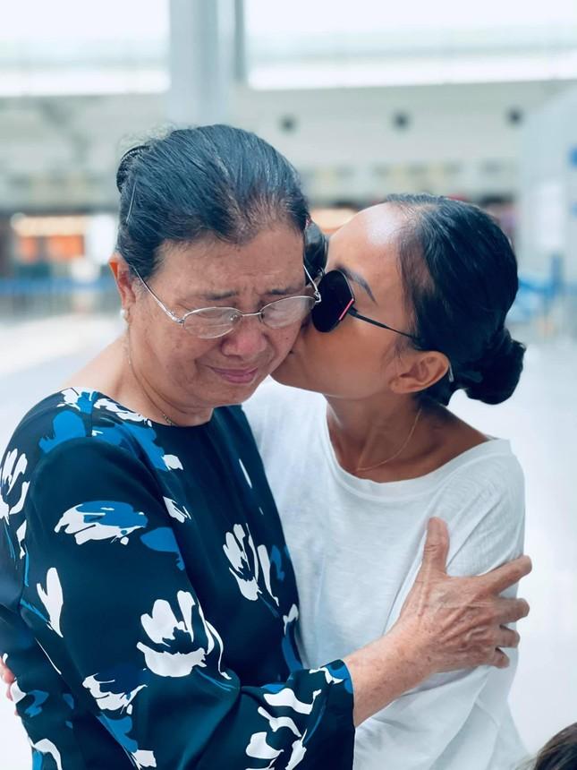 Đoan Trang theo chồng Tây ra nước ngoài sinh sống, mẹ ruột rưng rưng nước mắt ảnh 2