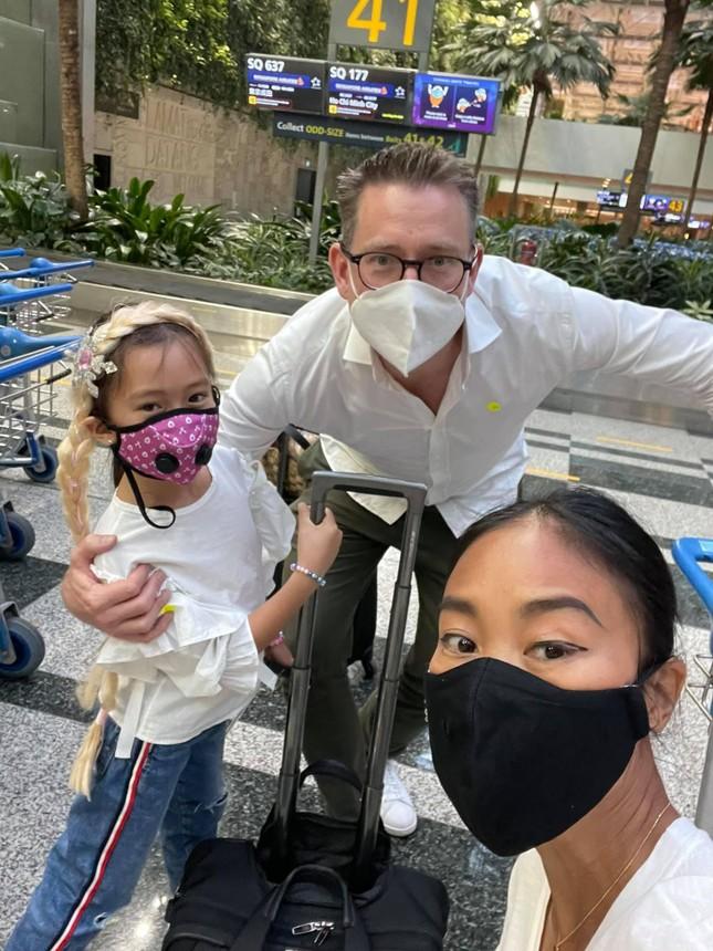 Đoan Trang theo chồng Tây ra nước ngoài sinh sống, mẹ ruột rưng rưng nước mắt ảnh 4