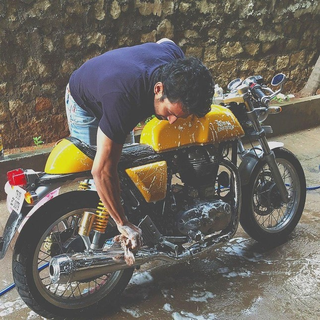 Tài tử Ấn Độ bán xe mua máy tạo oxy giúp bệnh nhân COVID-19 ảnh 1