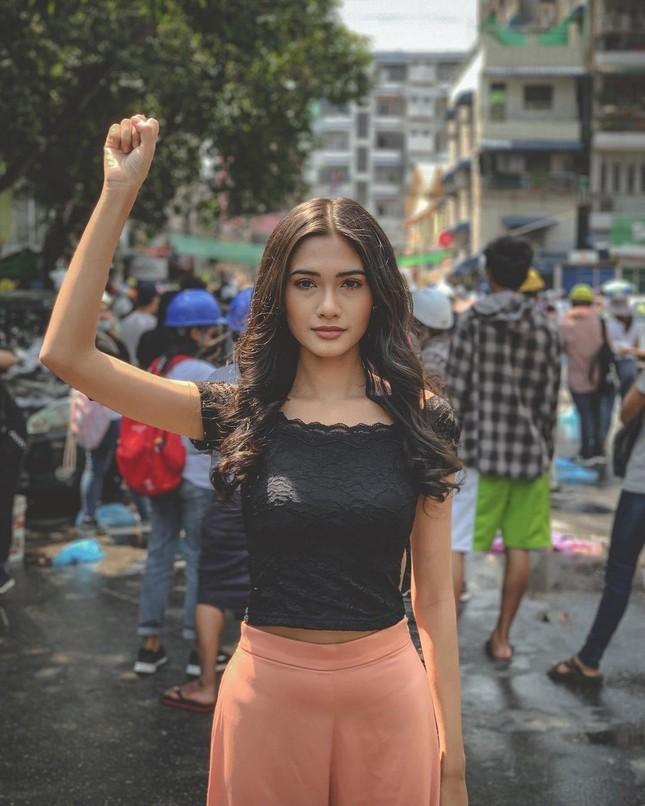 Rộ tin Hoa hậu Hoàn vũ Myanmar bị truy nã khẩn cấp sau khi 'cầu cứu' tại Miss Universe ảnh 3