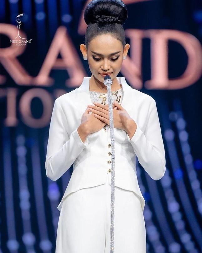 Rộ tin Hoa hậu Hoàn vũ Myanmar bị truy nã khẩn cấp sau khi 'cầu cứu' tại Miss Universe ảnh 4