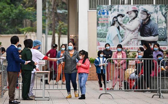 Học sinh tiểu học Xuân Phương rời khu cách ly, về nhà đón Tết muộn ảnh 1