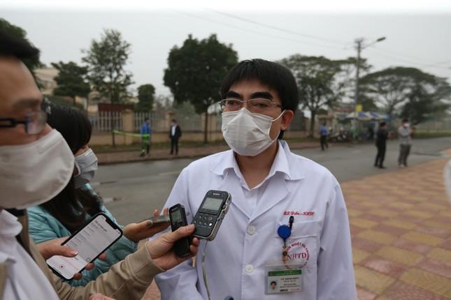 Sáng nay, chuẩn bị tiêm vắc xin cho 100 nhân viên y tế BV Bệnh nhiệt đới T.Ư ảnh 1
