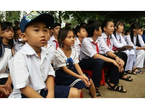 Trao tặng 160 suất học bổng cho học sinh nghèo Đồng Tháp ảnh 3