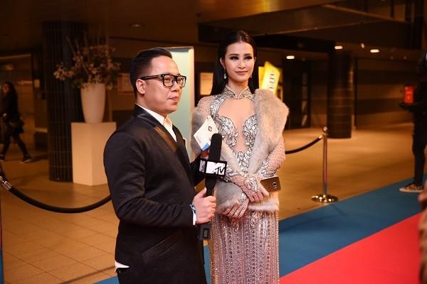 Đông Nhi trả lời phỏng vấn MTV Asia tại lễ trao giải EMA 2016 ảnh 3