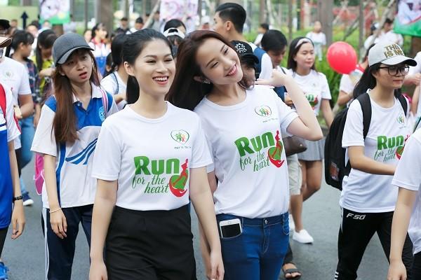 """Ngọc Thanh Tâm xuống đường sáng sớm ủng hộ """"Chạy vì trái tim"""" ảnh 1"""